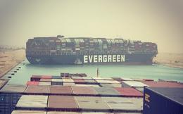 Sự thật khó tin: Tàu dài 400m, nặng 220.000 tấn mắc kẹt chắn ngang kênh đào Suez vì bị... gió thổi