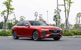 Vừa mua VinFast Lux A2.0 bản full, chủ xe chưa đi đăng kí đã bán với giá rẻ hơn Toyota Camry
