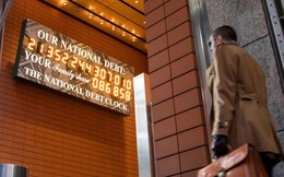 """Nước Mỹ trên đà trở thành """"Đại Chúa Chổm"""": Dự báo nợ công của Mỹ sẽ lớn gấp đôi GDP vào năm 2051"""