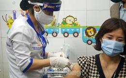 Cảm xúc người được tiêm vắc xin COVID-19 đầu tiên ở Hải Dương