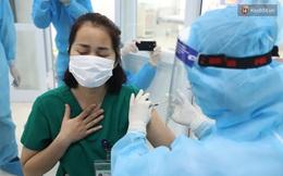 Nữ điều dưỡng tại Hà Nội sốt nhẹ sau khi tiêm vaccine Covid-19