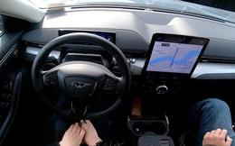 CEO Ford chỉ trích Tesla cho khách hàng dùng sản phẩm dở dang