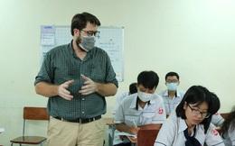 """""""Bao"""" trà sữa cho học sinh, thầy giáo Mỹ: Các em vui là tôi vui, chính các em đã cứu lấy cuộc sống của tôi"""