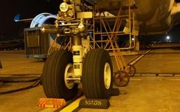 """""""Siêu máy bay"""" được phát hiện rách lốp sau hành trình Tân Sơn Nhất - Nội Bài"""