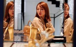 Hưởng thụ kiểu gái U30: Độc thân, thoải mái ăn tối nhà hàng, đi du lịch cuối tuần, 'chưa hết tháng đã hết tiền' dù lương 35 triệu