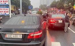 """Từ vụ 2 xe Mercedes trùng biển số, công an triệt phá đường dây làm giả giấy tờ, tiêu thụ xe """"gian"""""""