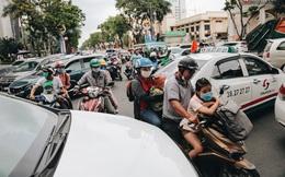 Ảnh: Biển người chật kín từ trong ra ngoài ở Thảo Cầm Viên Sài Gòn ngày giỗ Tổ Hùng Vương