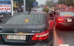 Vụ 2 xe sang Mercedes trùng biển số: Nhóm bán 500 bộ giấy tờ giả chịu mức án nào?