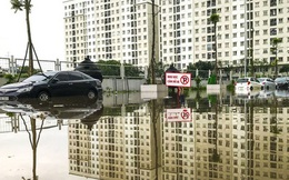 Hà Nội: Sau trận mưa lớn, hàng loạt ô tô ngập sâu trong biển nước