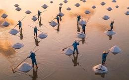 """Hè mới lạ của giới trẻ: Trải nghiệm """"hương mặn mà"""" với 4 cánh đồng muối cực đẹp ở miền Trung"""