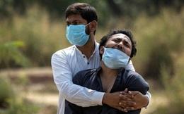 """Ấn Độ """"vỡ trận"""", nhiều bệnh viện phải rút ống thở của người già để nhường sự sống lại cho người trẻ"""