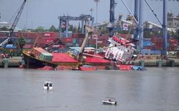 TP.HCM: Cấm tàu thuyền lưu thông trên tuyến rạch Dơi - sông Kinh để trục vớt 18 container chìm dưới sông