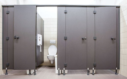 Bạn nên đợi 20 giây trước khi bước vào nhà vệ sinh vừa có người 'hành sự'