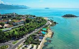 Ngôi trường có khuôn viên đẹp nhất Việt Nam, 4 mùa hoa nở, học phí siêu thấp mà sinh viên đi học ngày nào cũng ngỡ lạc vào resort