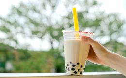 Bất chấp thị trường thoái trào, một chuỗi trà sữa lớn tiếp tục ra mắt cỡ ly siêu to khổng lồ 720ml, giá hơn 100 ngàn đồng