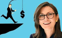 """Mẹ 3 con được mệnh danh là """"phiên bản nữ"""" của Warren Buffett: Khởi nghiệp tuổi 58, có biệt danh """"cây hái tiền"""" và gây bất ngờ cho cộng đồng đầu tư toàn cầu"""