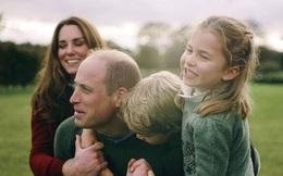 Vợ chồng Công nương Kate chia sẻ đoạn video làm ''tan chảy'' trái tim người hâm mộ với loạt khoảnh khắc đời thường vui vẻ bên 3 con