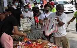 Quốc gia Đông Nam Á gồng mình chống COVID-19: Người dân xếp hàng từ 5h sáng để lấy thực phẩm miễn phí