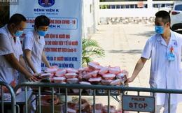 Hơn 200 suất cơm từ thiện được chuyển cho bệnh nhân và người nhà đang cách ly tại bệnh viện K2 Tân Triều