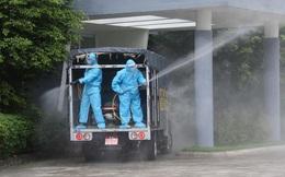 Hình ảnh quân đội khử khuẩn ổ dịch trong khu công nghiệp ở Bắc Giang