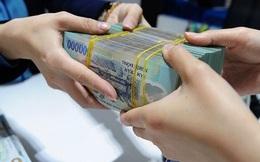 Sinh viên ra trường có 100 triệu nên gửi ngân hàng hay 'chơi' chứng khoán?