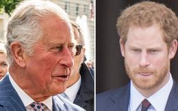 Chỉ trích cách dạy con của cha đẻ, Harry bị đào lại quá khứ từng hết lời ca tụng Thái tử Charles, chứng tỏ sự dối gian của anh