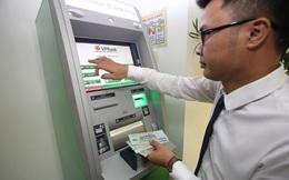 VPBank bất ngờ thông báo thu phí 3.300 đồng/lượt rút tiền từ ATM ngoài hệ thống, tăng 20% phí SMS banking