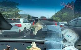 """Những hình ảnh cho thấy Đà Lạt là điểm du lịch """"nóng"""" nhất kỳ nghỉ lễ vừa rồi: Nhìn đâu cũng đông nghịt và tắc cứng"""