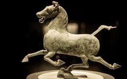 Vì sao bức tượng ngựa phi từng là biểu tượng du lịch TQ không bao giờ có ảnh chụp chính diện? Tận mắt chứng kiến mới hiểu!