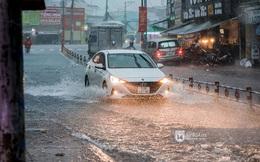 Chùm ảnh: Mưa lớn khủng khiếp, người dân TP. Thủ Đức ngán ngẩm nhìn các tuyến đường hóa thành sông