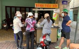 """Hàng bánh tiêu """"chảnh"""" số 1 Việt Nam: Chưa kịp mở cửa đã thông báo hết bánh, có người phải đứng chờ cả tiếng đồng hồ"""