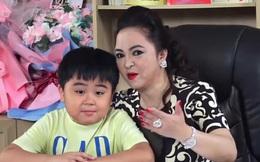 Video dài 2 giây với 2 lần vẫy tay, kênh YouTube của quý tử nhà bà Phương Hằng tăng subscribers chóng mặt
