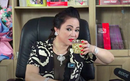 Bà Phương Hằng uống nước cũng sang chảnh ngút ngàn, 1 phần là nhờ chiếc cốc lấp lánh như mạ vàng này đây!