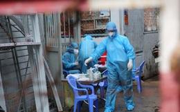 Những nhà băng ủng hộ hàng trăm tỷ đồng mua vaccine, trang thiết bị y tế, đồ bảo hộ hỗ trợ y bác sĩ và lực lượng tuyến đầu chống dịch...