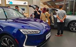 Thực tế doanh số bán xe điện Huawei: Đơn hàng nhiều tới không ngờ, mọi người chen lấn để được lái thử