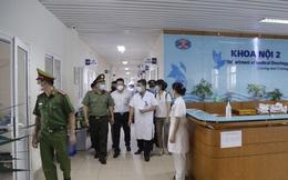 Không đeo khẩu trang, người nhà bệnh nhân bị phạt 10 triệu đồng