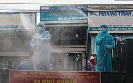 Ảnh: Quân đội phun hoá chất khử khuẩn ở TP. Thủ Đức sau khi có nhiều trường hợp liên quan đến Covid-19