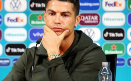 """Cristiano Ronaldo từ chối đồ uống có ga, khuyên mọi người """"uống nước lọc đi"""": Hành động nhỏ đủ để giải thích cho vị trí cầu thủ xuất sắc nhất thế giới"""