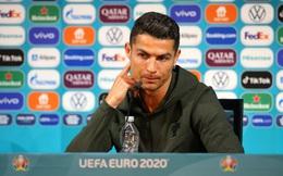 [Video] Đường đường là nhà tài trợ Euro 2020, 2 chai Coca Cola bị Cristiano Ronaldo loại ra khỏi ống kính trong họp báo, thay bằng chai nước lọc