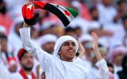 """Cổ động viên UAE """"chiêu đãi"""" âm nhạc trong trận gặp Việt Nam: 1 trong 7 đặc trưng, tuy ồn ào nhưng văn minh"""