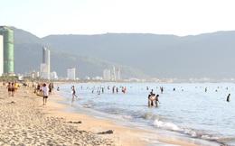 Bãi biển Đà Nẵng ra sao trước giờ cấm tắm?