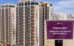 """Chuyện lạ ở Hà Nội: Chung cư cao cấp dán biển """"thang máy dành cho các căn hộ nợ phí dịch vụ"""""""