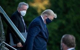 Ông Trump giấu việc bị ốm nặng khi nhiễm COVID-19: Suýt nữa phải dùng xe lăn?