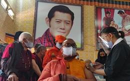 Bhutan và bí quyết chỉ có 1 người mất vì Covid-19: Quốc vương băng rừng gõ cửa từng nhà cảnh báo dịch, huy động cả chuyên gia thú y chống dịch
