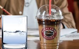 """Bị tố """"đuổi"""" khách sau 1 tiếng, đại diện cửa hàng Highlands Coffee phân trần: Vì khách chỉ gọi chai nước lọc nên nhân viên mới ra mời thêm?"""