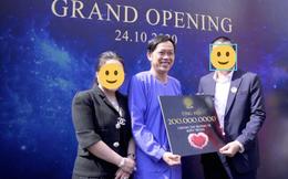 """Netizen """"bóc"""" NS Hoài Linh nói dối: Khẳng định ở nhà cách ly sau xạ trị, nhưng lại có ảnh """"phân thân"""" đi sự kiện"""