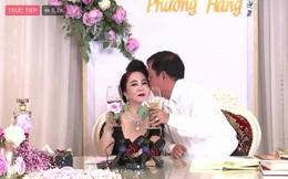 Vợ chồng bà Phương Hằng mở tiệc online kỷ niệm 15 năm cưới: Nữ đại gia lên đồ sexy, hột xoàn đầy người, trang trí nhà hoành tráng như hôn lễ