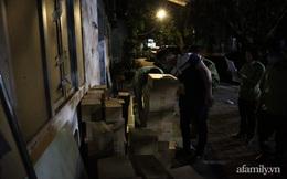 Hà Nội: Đột kích trong đêm, thu giữ hàng nghìn chai nước hoa, mỹ phẩm hiệu Louis Vuitton, Gucci, Lancôme... không rõ nguồn gốc