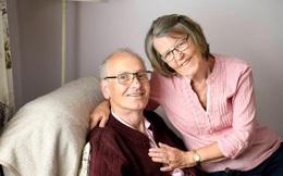 Người đàn ông 72 tuổi từng điều trị ung thư máu, dương tính 43 lần với covid-19, sau 10 tháng chống chọi bệnh tật đã khỏi bệnh ngoạn mục!