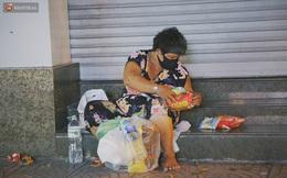 """Người vô gia cư lay lắt trong đêm đầu Sài Gòn giãn cách: """"Con không có nhà, tối con ra Cầu Mống mà ngủ"""""""
